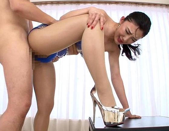 長身美脚のモデル美女が長い脚で太ももコキや網タイツ着衣SEXの脚フェチDVD画像3