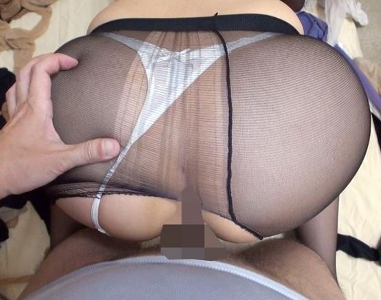 人妻の蒸れパンストの足裏で足コキしてもらい着衣SEXで大量足射の脚フェチDVD画像5