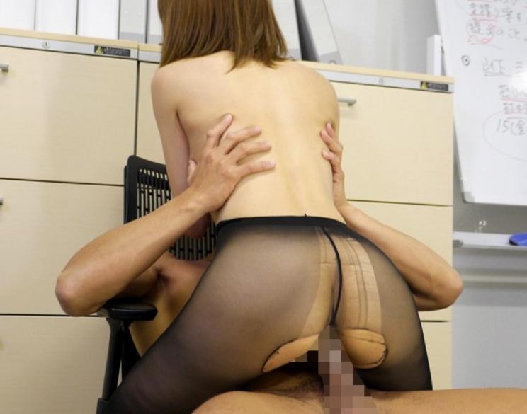オフィス内でパンスト美脚から愛液を垂らし着衣SEXで絶頂するOLの脚フェチDVD画像5