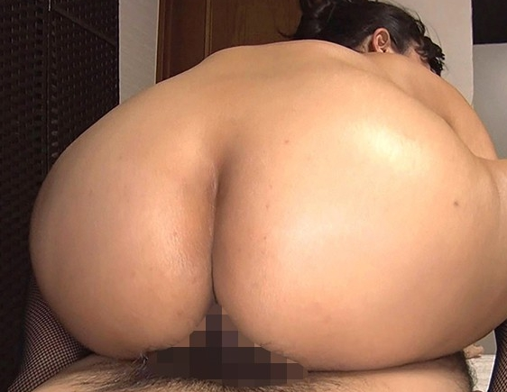 デカ尻巨乳のドスケベ熟女妻がムチムチな網タイツ美脚で足コキの脚フェチDVD画像5