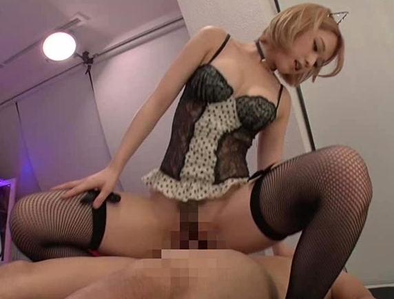 エロキュートなアイドル美少女が網タイツ足コキで痴女マッサージの脚フェチDVD画像5