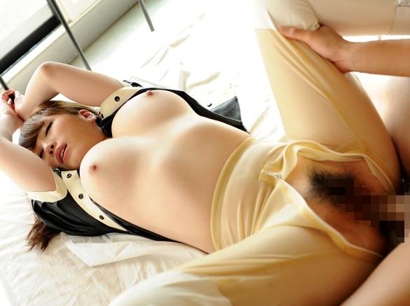 ラバーコスチュームに身を包んだ爆乳お姉さんのニーハイ足コキの脚フェチDVD画像6