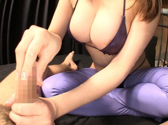 ラバーコスチュームに身を包んだ爆乳お姉さんのニーハイ足コキの脚フェチDVD画像3