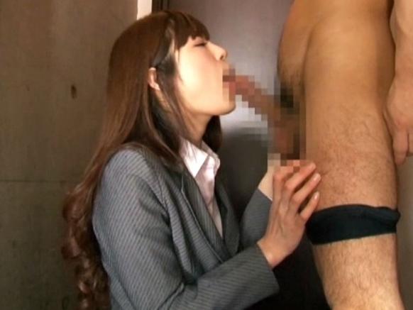 アヒル口の激カワ女秘書が蒸れた黒パンスト美脚で足コキ抜きの脚フェチDVD画像2
