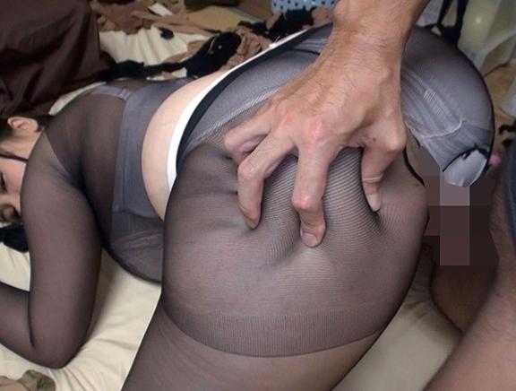デカ尻に肉厚腿が堪らないぽっちゃり美女のパンスト足コキで足射の脚フェチDVD画像5