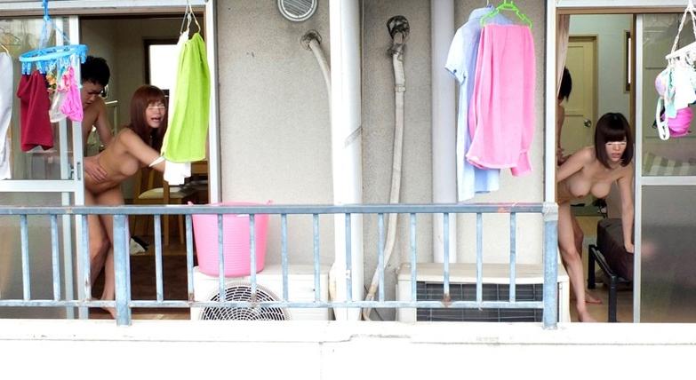 超至近距離のご近所不倫!!バレないように隣に住む男との二重生活にハマる人妻たちの脚フェチDVD画像5