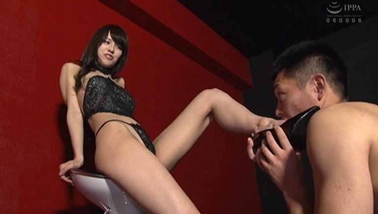 スケベ熟痴女に犯されっぱなしで頭がおかしくなった。 武藤あやかの脚フェチDVD画像6