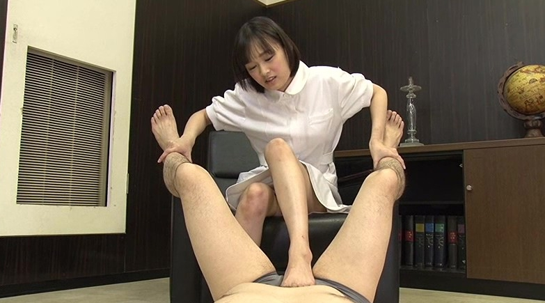 電気あんま罵倒の脚フェチDVD画像4