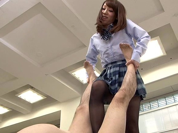 美脚お姉さんたちが肉棒を激しく扱きイジメる電気あんま足コキの脚フェチDVD画像5