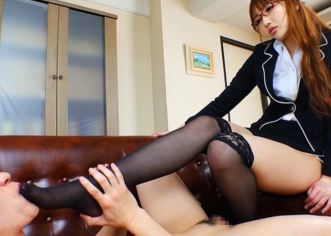 痴女OLやドエス秘書の蒸れたパンスト美脚で足コキや着衣SEXの脚フェチDVD画像5