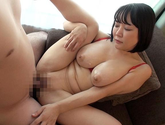 エロ過ぎる痴女お姉さんが巨乳パイズリや生足コキで悩殺抜きの脚フェチDVD画像6