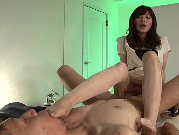 M男専門のセラピストがアナルフィストや足コキで男潮を噴かすの脚フェチDVD画像2