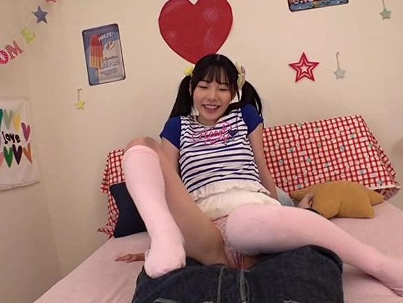 ブラコン過ぎる可愛い妹のパンチラ誘惑やニーハイソックス足コキの脚フェチDVD画像3