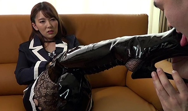 結衣女王様のM男調教 波多野結衣の脚フェチDVD画像5