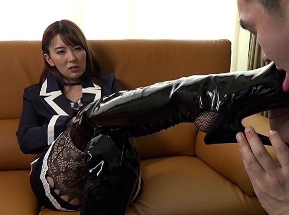 天才的女王様がM男をドエス調教するロングブーツコキの脚フェチDVD画像5
