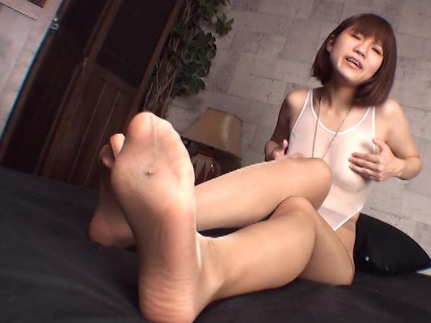 黒パンストを穿いたままの足裏で足コキされ白いザーメンを足射の脚フェチDVD画像4