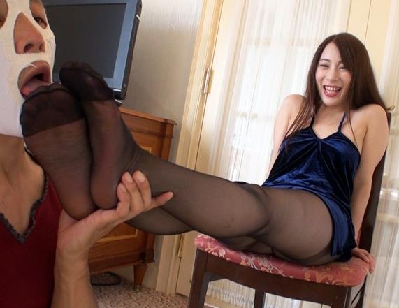 上品なお嬢様の蒸れた黒パンスト足裏で足コキされ大量足射の脚フェチDVD画像1