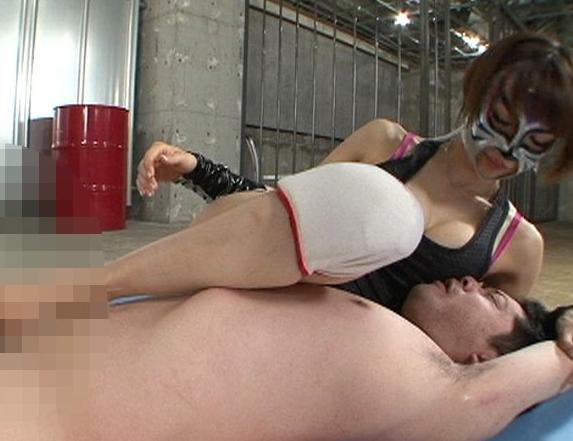 ドエスな格闘技美女が足臭責めや強烈足コキで大量足射させるの脚フェチDVD画像5