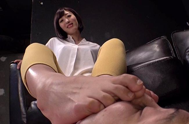 私の足のニオイを嗅ぎなさい!!の脚フェチDVD画像5