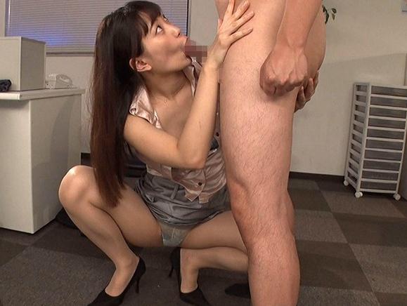 デカ尻女秘書が男性社員の肉棒を尻コキやパンスト足コキで調教の脚フェチDVD画像1