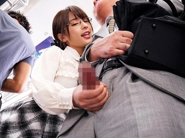 可愛い容姿の小悪魔痴女がニーハイストッキング美脚で足コキの脚フェチDVD画像2