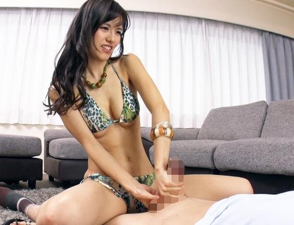 スレンダービキニ淫女たちが引き締まった美脚で太ももコキ責めの脚フェチDVD画像3