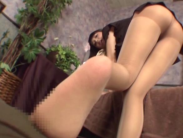 卑猥な淫語と蒸れたパンストの足裏で足コキマッサージ抜きの脚フェチDVD画像6