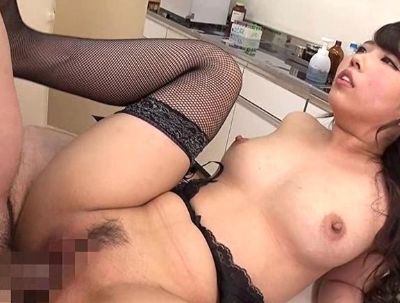 巨乳美人女医が患者の肉棒を網タイツ足コキや強制生出しセックスの脚フェチDVD画像2