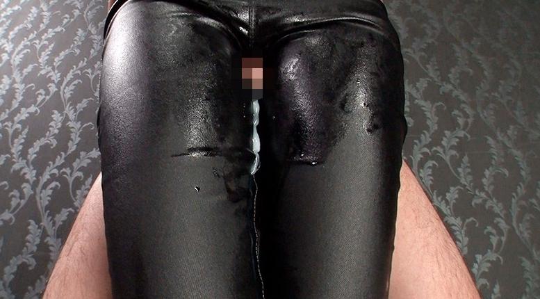 黒レザーパンツで白いザーメン搾り尽くす至極の腿こきの脚フェチDVD画像2