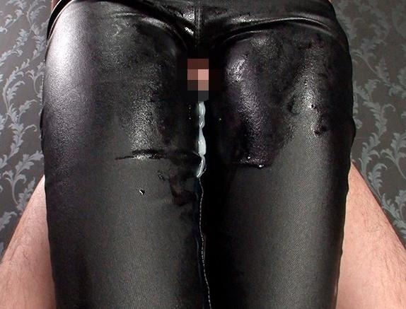 痴女の黒レザーパンツで肉棒を挟み扱かれ射精する太ももコキの脚フェチDVD画像2