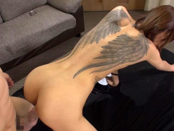 超長身タトゥー痴女がM男をスレンダー美脚で太ももコキや足コキの脚フェチDVD画像6