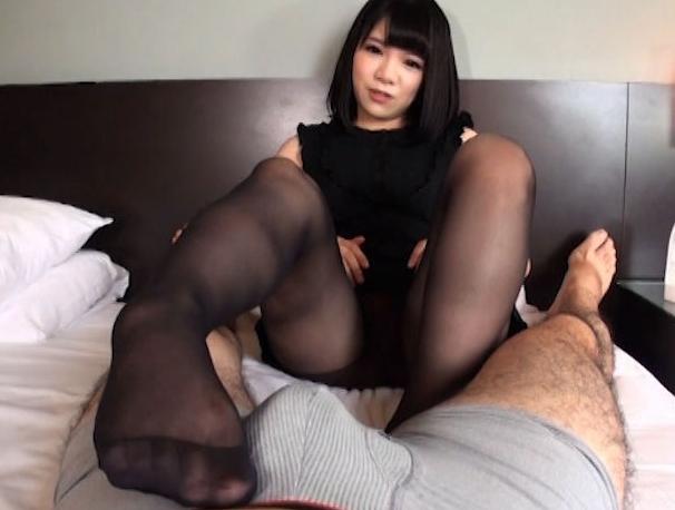 可愛い女の子の気持ち良すぎるパンスト足コキで2連続足射の脚フェチDVD画像4