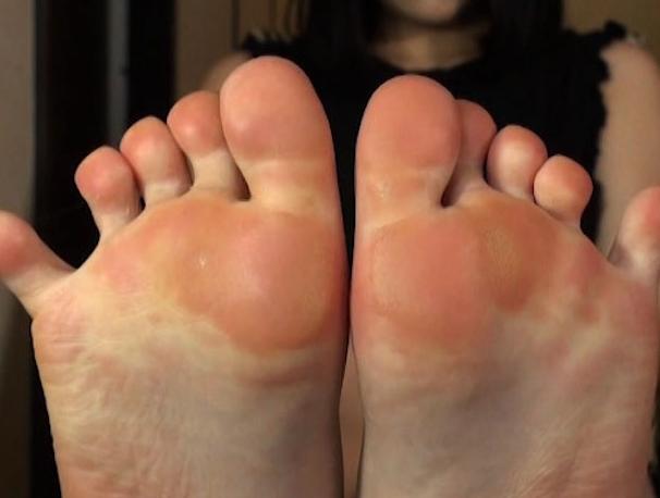 可愛い女の子の気持ち良すぎるパンスト足コキで2連続足射の脚フェチDVD画像2