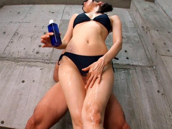 ビキニ美女たちのパーフェクト美脚で太ももコキされ大量脚射の脚フェチDVD画像4