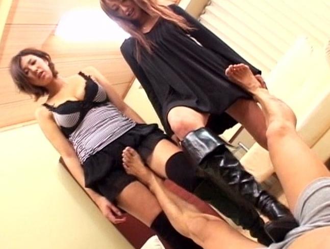 お姉さんのロングブーツでゴリゴリと扱かれるブーツコキ動画の脚フェチDVD画像6