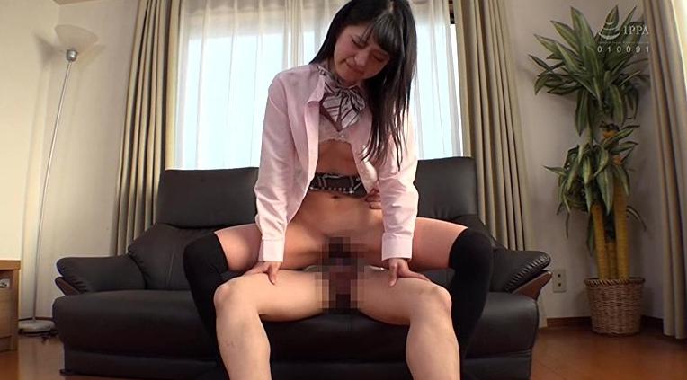 毎朝見かけるニーハイ太ももパンチラ女子○生の脚フェチDVD画像3