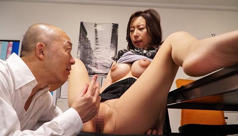 オフィスレディの湿ったパンスト 松下紗栄子の脚フェチDVD画像3