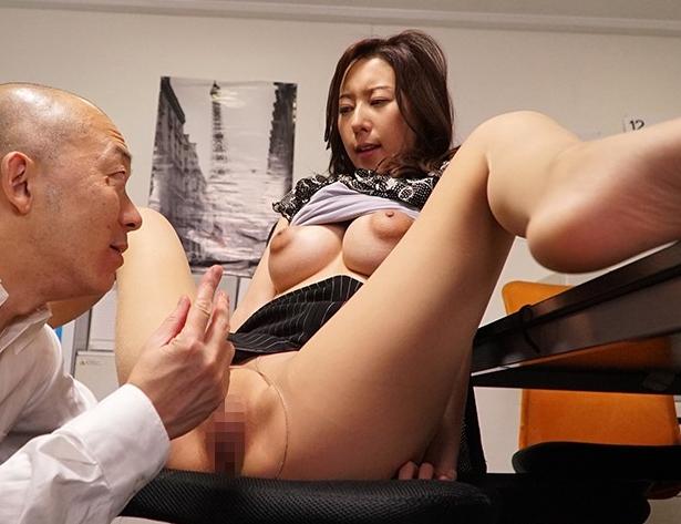 デキるOL美女が蒸れたパンストを引き裂かれオフィスで着衣SEXの脚フェチDVD画像5