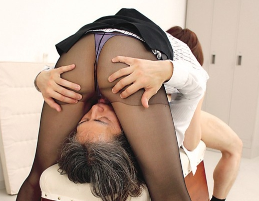 学校のマドンナ先生2人が蒸れたパンストの爪先で足コキ責めの脚フェチDVD画像5