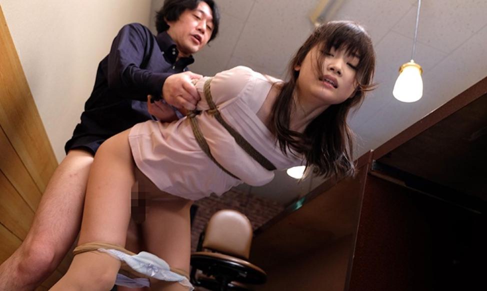 奴隷闇市 競り落とされる女たちの脚フェチDVD画像2