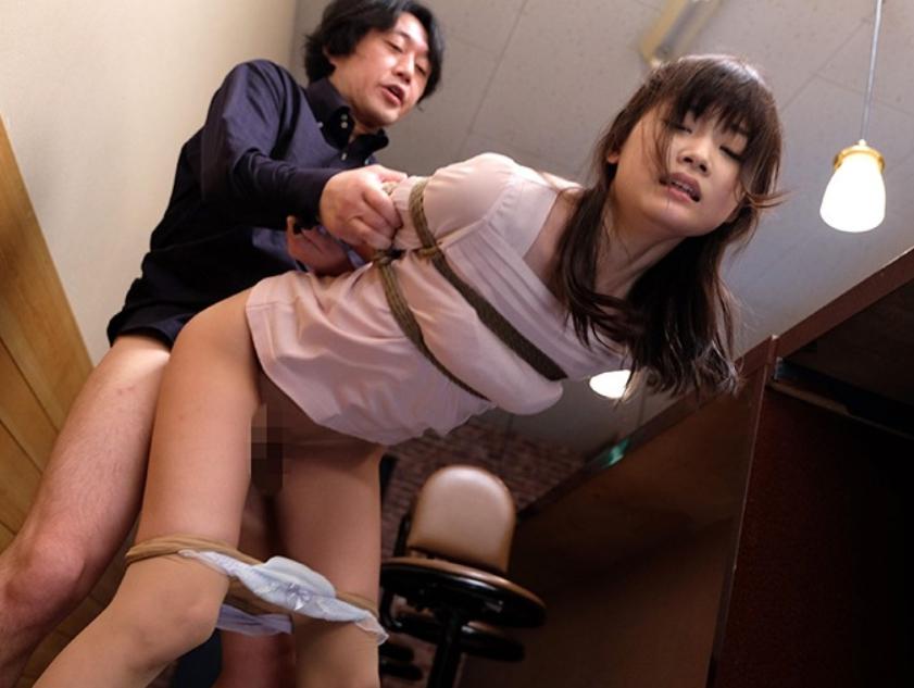 奴隷闇市でSM調教されたS級美少女の生足コキで大量足射の脚フェチDVD画像1