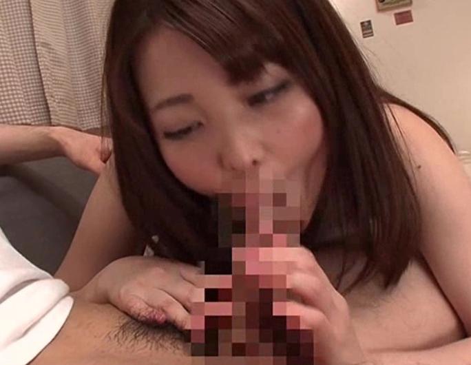 異性になって転職し女の身体を武器に生足コキや淫乱セックスの脚フェチDVD画像1