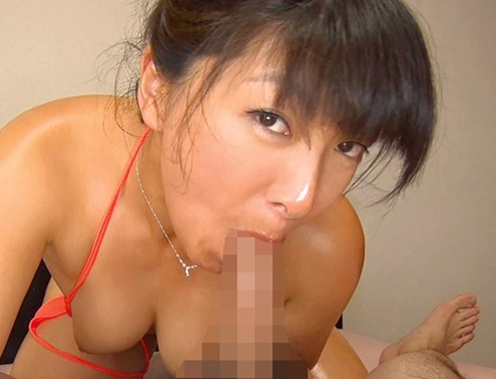 夫の出張中に息子の肉棒をしゃぶり生足コキで責める禁断SEXの脚フェチDVD画像5