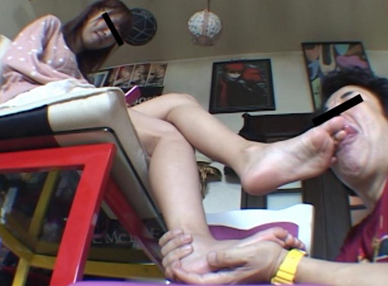 OLお姉さんの湿った生足を嗅いで爪先にしゃぶりつく足フェチ動画の脚フェチDVD画像5