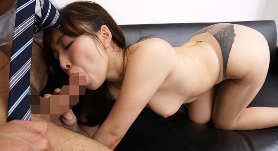 パンストを脱ぎかけた女上司の脚フェチDVD画像4