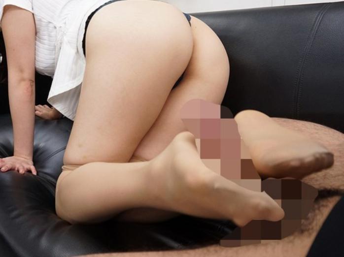 女上司がパンストを脱いでいる姿を堪能して足コキや着衣SEXの脚フェチDVD画像3