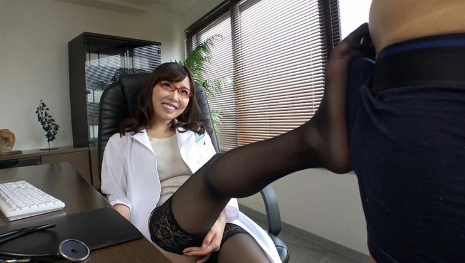 友人の姉は美人でしかも医者!の脚フェチDVD画像1