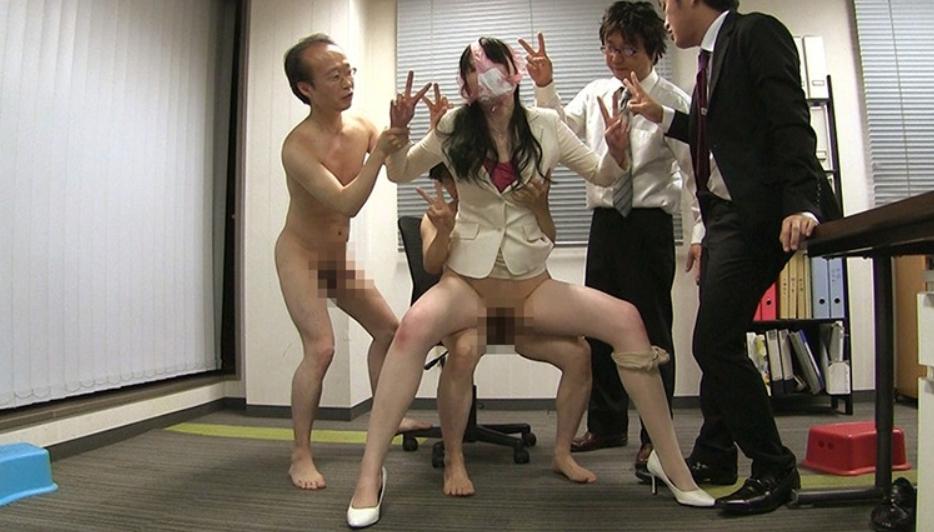 タイトスーツと爽やかボーダーもてスカート~ 大谷翔子の脚フェチDVD画像5