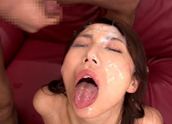 熟女の蒸れた生足で足コキされたりぶっかけ顔射でイクの脚フェチDVD画像2
