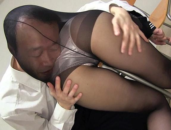 様々なパンスト美女たちから足コキされたり着衣SEXぶっかけ射精の脚フェチDVD画像3
